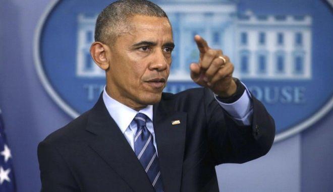 Ο Ομπάμα 'καρφώνει' τον Τραμπ. Καλεί τον κόσμο σε διαδηλώσεις