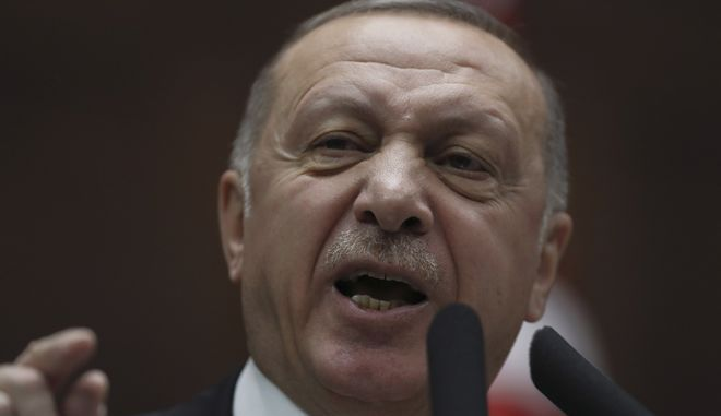 Ο Ρετζέπ Ταγίπ Ερντογάν στο τουρκικό κοινοβούλιο