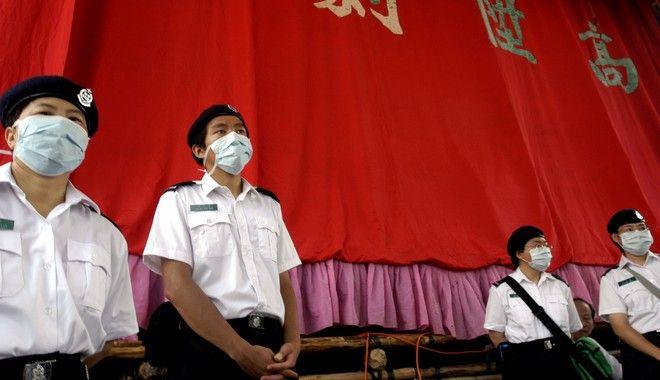 Με χρήση μάσκας έγινε η παρέλαση σε νησί του Χονγκ Κονγκ λόγω του ιού SARS