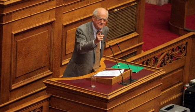 Συνεχίστηκε το απόγευμα της Κυριακής 10 Νοεβρίου 2013, η τριήμερη συζήτηση στη Βουλή επί της πρότασης δυσπιστίας που κατέθεσε ο ΣΥΡΙΖΑ κατά της κυβέρνησης. Στο στιγμιότυπο ο βουλευτής του ΠΑΣΟΚ Απ. Κακλαμάνης (EUROKINISSI/ΓΙΩΡΓΟΣ ΚΟΝΤΑΡΙΝΗΣ)