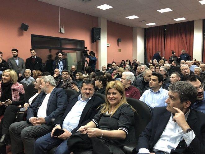 Ομιλία Τζανακόπουλου σε κατάμεστη αίθουσα - Απ' έξω ακροδεξιοί