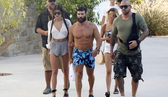 Ο εκατομμυριούχος Dan Bilzerian σε παραλία της Μυκόνου