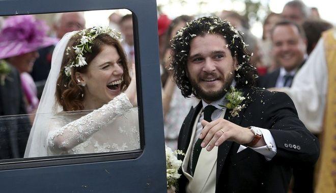 """Παντρεύτηκαν ο """"Τζον Σνόου"""" και η """"Ίνγκριντ"""""""