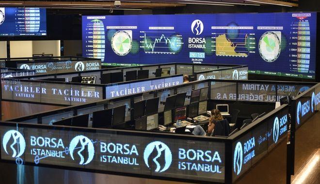 """Τουρκία: Για δεύτερη μέρα """"βυθίζεται"""" το χρηματιστήριο"""