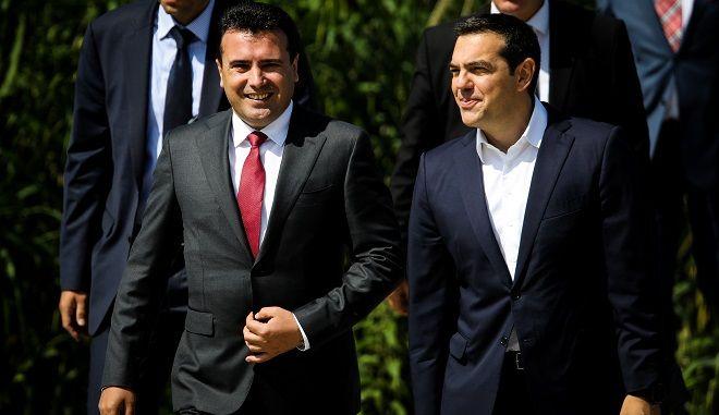 Φωτό αρχείου: Υπογραφή συμφωνίας μεταξύ της Ελλάδας και των Σκοπίων για την επίλυση του ονόματος στο χωρίο Ψαράδες στις Πρέσπες παρουσία του πρωθυπουργού της Ελλάδας Αλέξη Τσίπρα και της ΠΓΔΜ Ζόραν Ζάεφ.