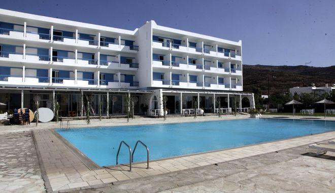 Ξενοδοχείο στην Τήνο. Φωτό αρχείου.