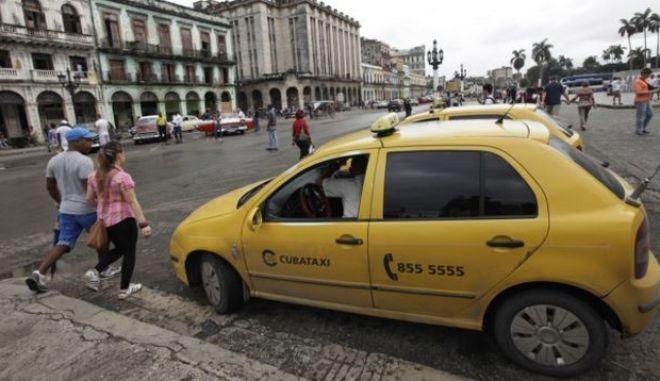 Ιδιωτικοποιούνται τα ταξί στην Κούβα