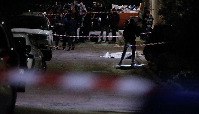 Άγνωστοι πυροβόλησαν και τραυμάτισαν θανάσιμα επιχειρηματία  στο Πανόραμα της Βούλας.