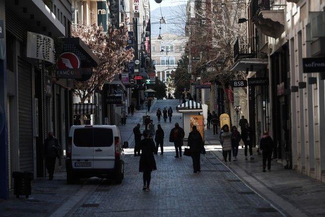 Τρίτο καθολικό lockdown στην Αθήνα, για την αναχαίτηση της διασποράς του κορονοϊού. Στιγμιότυπα από το κέντρο της πόλης.