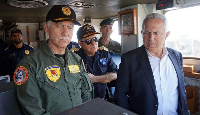 """Ο Υπουργός Εθνικής Άμυνας  Ευάγγελος Αποστολάκης, την Πέμπτη 13 Ιουνίου 2019, παρακολούθησε από το Αρματαγωγό """"ΡΟΔΟΣ"""", επιχειρησιακές δραστηριότητες των Ενόπλων Δυνάμεων στο πλαίσιο της άσκησης """"ΚΑΤΑΙΓΙΣ 2019"""""""