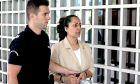 Στον Αρειο Πάγο οδηγήθηκε η 37 χρονη Ιρανή μητέρα Σαραρέ Κχαντεμί η οποία ζητεί να απορριφθεί το αίτημα έκδοσής της στο Ιράν, από το οποίο έφυγε το περασμένο καλοκαίρι μαζί με την κόρη της αφού έπεσε θύμα σεξουαλικής κακοποίησης. Τρίτη 15 Οκτωβρίου 2019. (EUROKINISSI/ΣΤΕΛΙΟΣ ΜΙΣΙΝΑΣ)