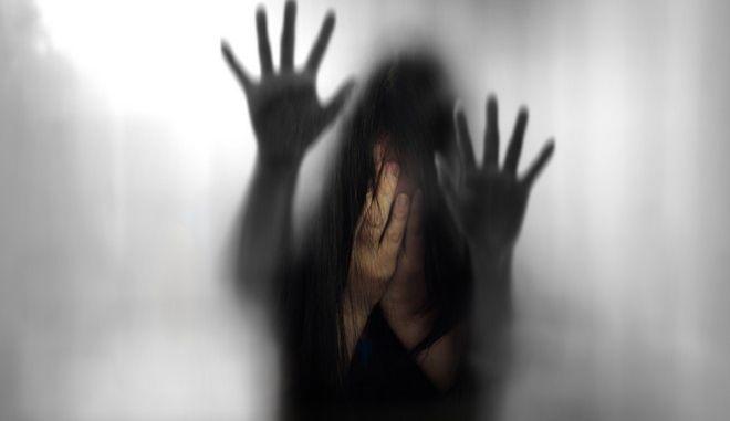 Του ζήτησε να χωρίσουν, την κράτησε όμηρο και την βίασε