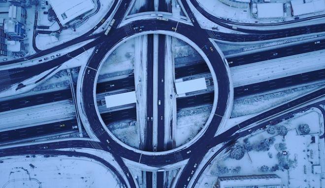 Εκπληκτικό βίντεο - μαγικές εικόνες: Η χιονισμένη Αττική από ψηλά