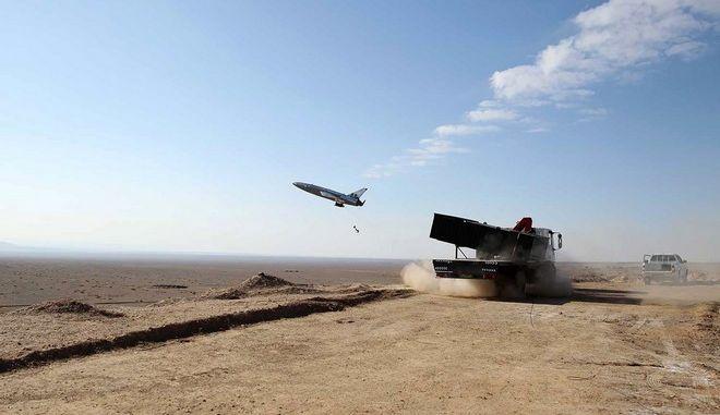 Ένα μη επανδρωμένο αεροσκάφος εκτοξεύεται κατά τη διάρκεια μιας στρατιωτικής άσκησης στο Ιράν.