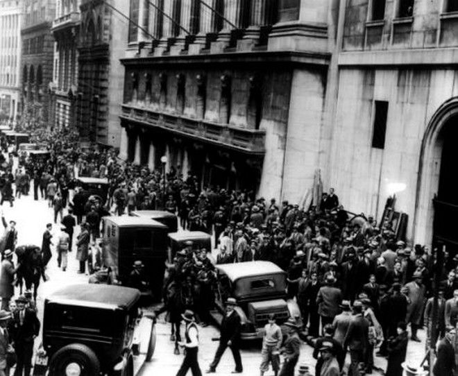 The Wall Street Crash street scene in New York 1929