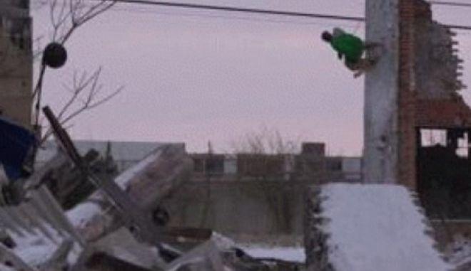 Βίντεο: Μετέτρεψαν τα εγκαταλειμμένα κτήρια του Ντιτρόιτ σε πίστες του Σκι