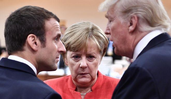 Ο Γάλλος πρόεδρος Εμανουέλ Μακρόν, η Γερμανίδα καγκελάριος Άνγκελα Μέρκελ και ο Αμερικανός πρόεδρος Ντόναλντ Τραμπ στη G20 στο Αμβούργο