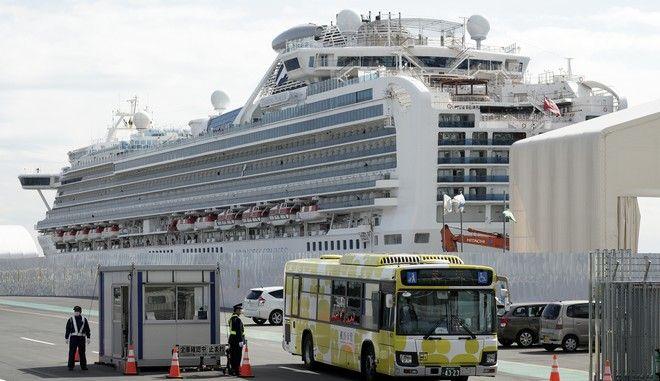 Covid-19: Οι πρώτοι επιβάτες του κρουαζιερόπλοιου Diamond Princess αποβιβάστηκαν στην Ιαπωνία