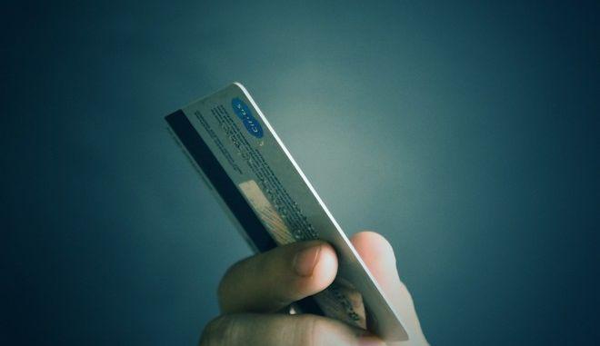 """Έρχεται η άμεση πληρωμή φόρων με """"πλαστικό χρήμα"""""""