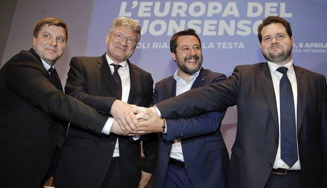 Αρχηγοί ακροδεξιών κομμάτων σε συνάντηση στο Μιλάνο. Από αριστερά ο Φινλανδός Όλι Κότρο, ο Γερμανός Γιεργκ Μέτεν, ο Ιταλός Ματέο Σαλβίνι και ο Δανός Άντερς Βίστισεν