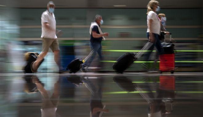 """Τσεχία: Η μετάλλαξη """"Δέλτα"""" βάζει """"φρένο"""" στους Τσέχους για ταξίδια σε Ρωσία και Τυνησία"""