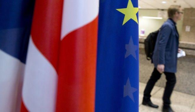 Brexit: Από τη νομοθεσία ξεκινά το Λονδίνο την έξοδο από την ΕΕ