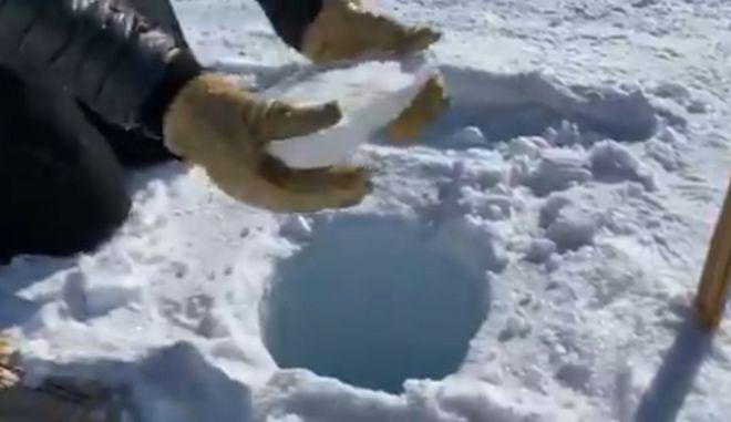 Δεν θα πιστέψεις στα αυτιά σου - Ο ήχος του πάγου που πέφτει σε τρύπα 137 μέτρων