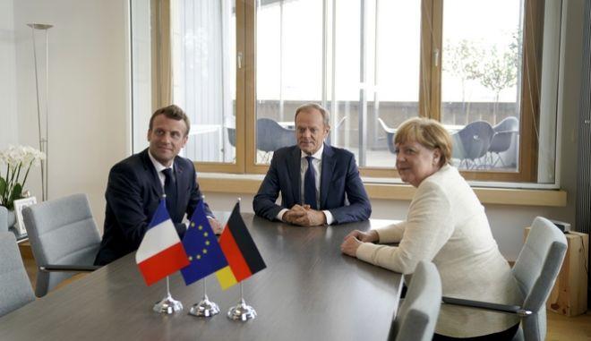 Στιγμιότυπο από την πρόσφατη συνάντηση Τουσκ, Μακρόν και Μέρκελ