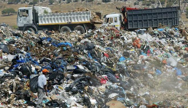'Πονοκέφαλος' τα πρόστιμα για τις 14 χωματερές στην περιφέρεια Αττικής
