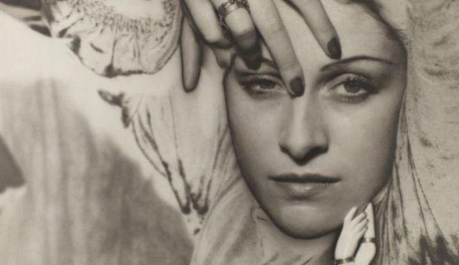 Η Dora Maar όπως φωτπγραφήθηκε από τον Man Ray