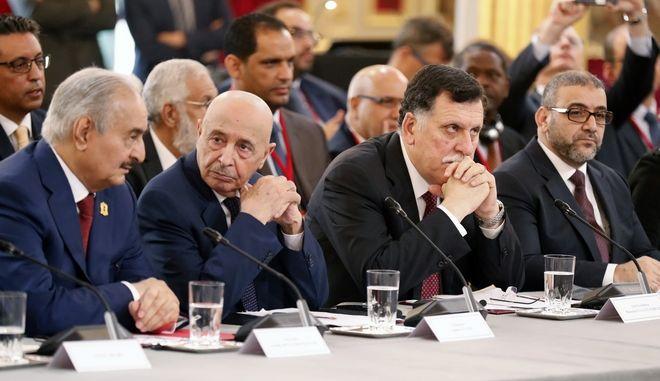 Σάρατζ και Χάφταρ σε σύσκεψη στο Παρίσι