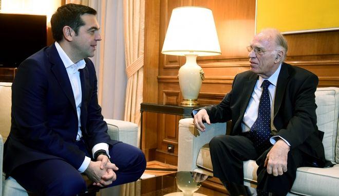 Στιγμιότυπο από την συνάντηση του Πρωθυπουργου Αλέξη Τσίπρα με τον πρόεδρο της Ένωσης Κεντρώων Βασίλη Λεβέντη,προκειμένου να τον ενημερώσει για τις επαφές του στο Νταβός, Σάββατο 27 Ιανουαρίου 2018 (EUROKINISSI/ΤΑΤΙΑΝΑ ΜΠΟΛΑΡΗ)