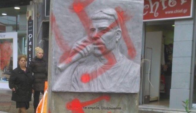 Νεοναζί βεβήλωσαν το μνημείο του Παύλου Φύσσα στο Κερατσίνι