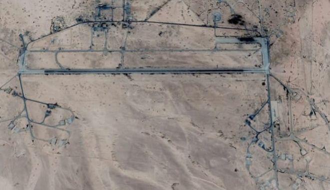 Φωτογραφίες από την ισραηλινή επίθεση σε αεροπορική βάση της Συρίας