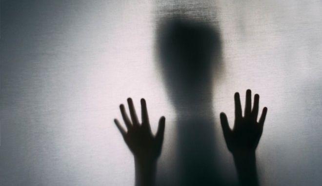Ζωντανή νεκρή: 3 χρόνια προσπαθεί να αποδείξει ότι δεν έχει πεθάνει