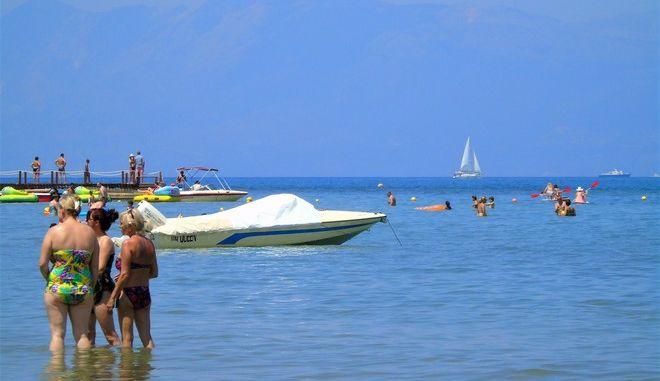 Παραλία της Ρόδας στη Βόρεια Κέρκυρα