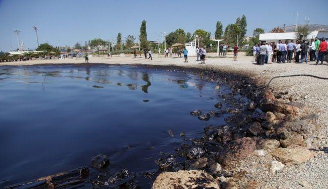 Ρύπανση στο Σαρωνικό: Μάχη με το χρόνο και πόλεμος ευθυνών