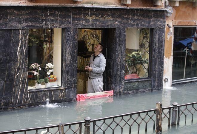 "venice7 - Βενετία: Εικόνες αποκάλυψης - ""Θάλασσα"" έγινε η πλατεία του Αγίου Μάρκου"