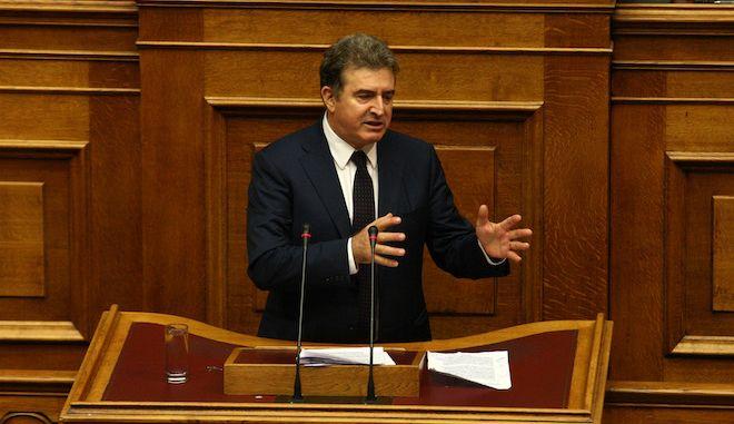 Ο Μιχάλης Χρυσοχοΐδης στο βήμα της Βουλής