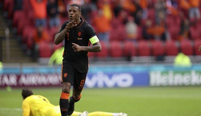 Ο Βαϊνάλντουμ πανηγυρίζει ένα από τα γκολ που πέτυχε στη νίκη της Ολλανδίας επί της Βόρειας Μακεδονίας στο Euro 2020