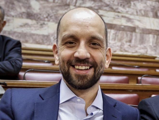 O υφυπουργός Εργασίας Κωνσταντίνος Μπάρκας