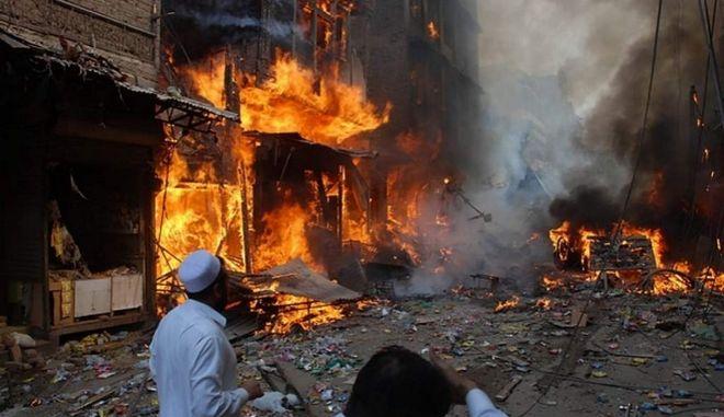 Πακιστάν: Δεκάδες νεκροί από επίθεση του ΙΚ σε μουσουλμανικό ιερό τόπο