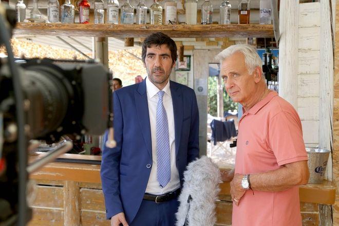 Ο Αντώνης Καρυστινός και ο Αλέξανδρος Αντωνόπουλος στα γυρίσματα της σειράς του ΑΝΤ1 «Η Επιστροφή»