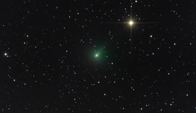 Ο αστροφωτογράφος Αντώνης Φαρμακόπουλος αποτύπωσε με τον φακό του τον κομήτη Άτλαντα, σε μια από τις πρώτες φωτογραφίες στην Ελλάδα, στις 29 Μαρτίου.