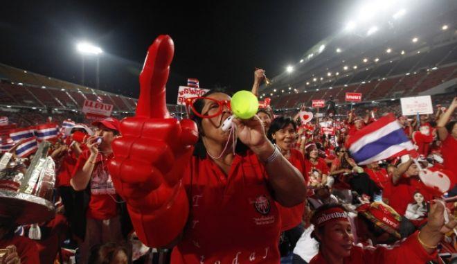 """Ταϊλάνδη: Πυρά κατά ηγέτη των """"Κόκκινων Πουκαμίσων"""""""