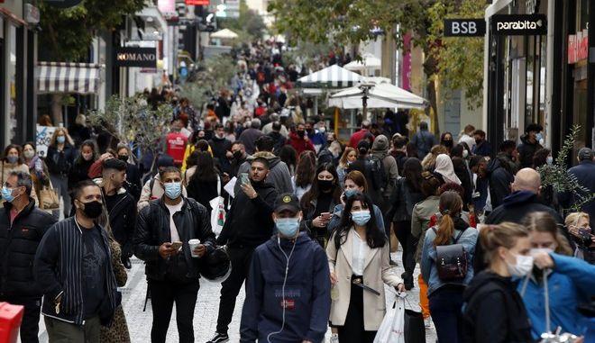Εικόνες συνωστισμού στο κέντρο της Αθήνας