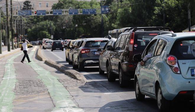 Κίνηση στο κέντρο της Αθήνας.