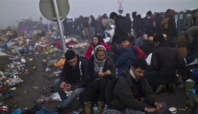 Αυστρία: Να σταματήσουν να προωθούν τους πρόσφυγες προς το Βορρά