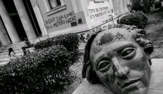 Το φωτογραφικό άλμπουμ μιας Ελλάδας σε παρακμή