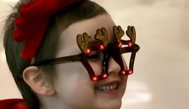 Η 6χρονη που νίκησε τη λευχαιμία και επέστρεψε στο νοσοκομείο για να μοιράσει δώρα στα άλλα παιδιά